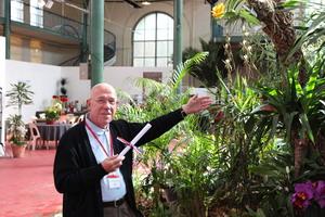 Un lauréat avec sa plante